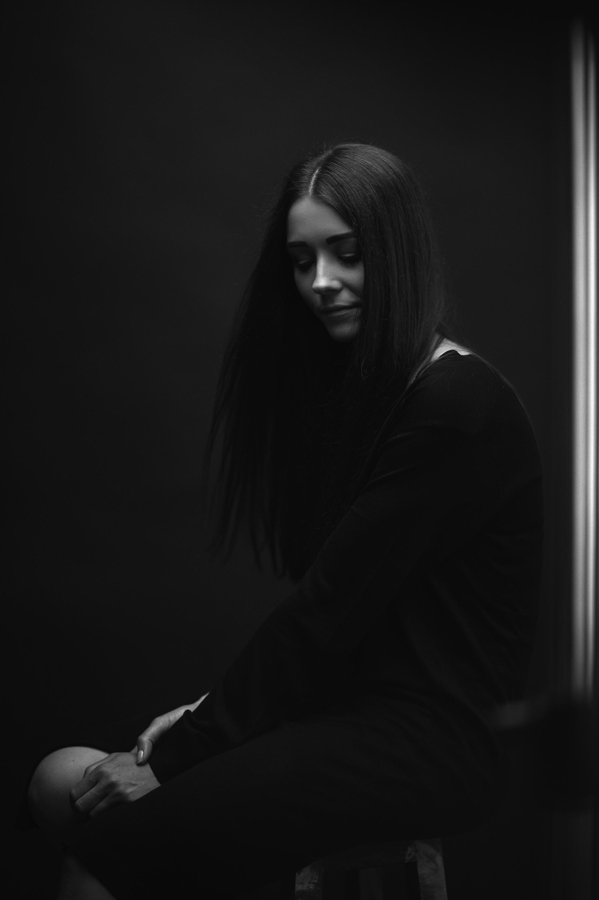 Dunkle Portraits in schwarz-weiss